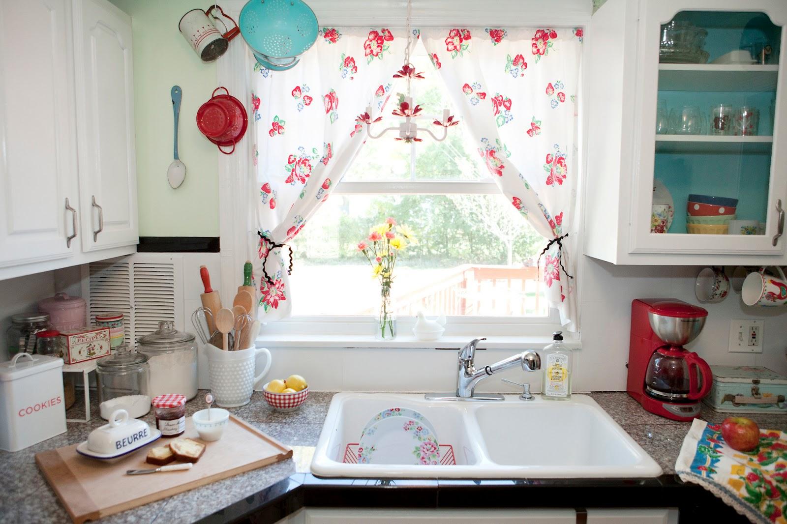 Выбор занавесок на кухню