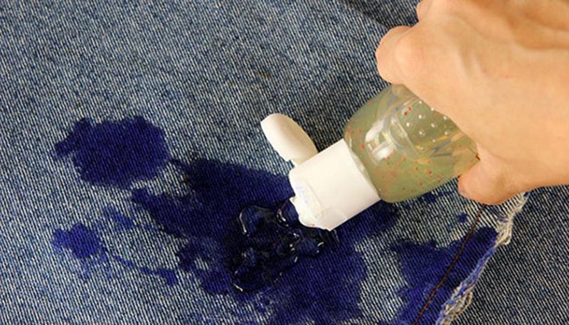 Выведение чернильного пятна наджинсах при помощи глицерина