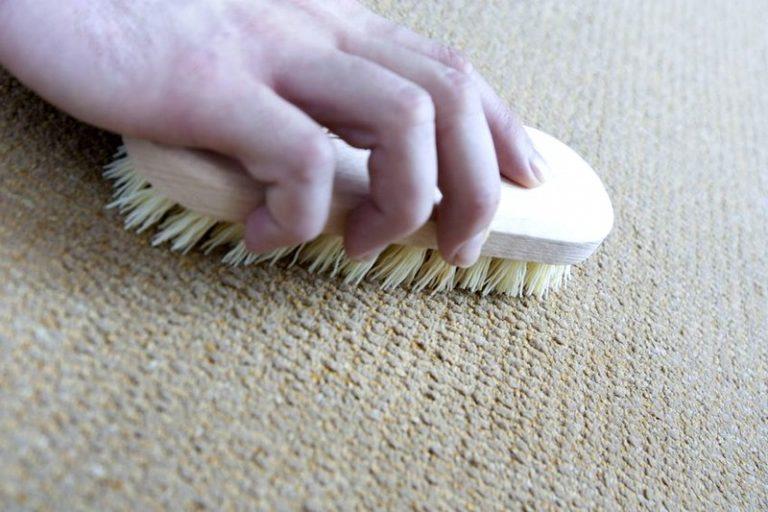 Приготовить чистящее в домашних условиях для ковра