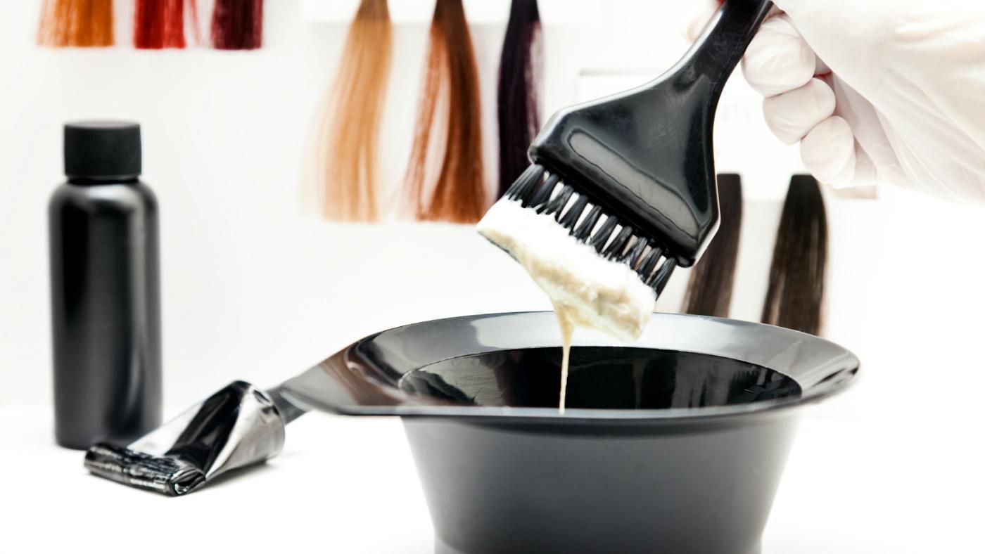 Волосы по своей структуре очень схожи с мехом, поэтому для придания ему нужного оттенка можно воспользоваться краской для волос