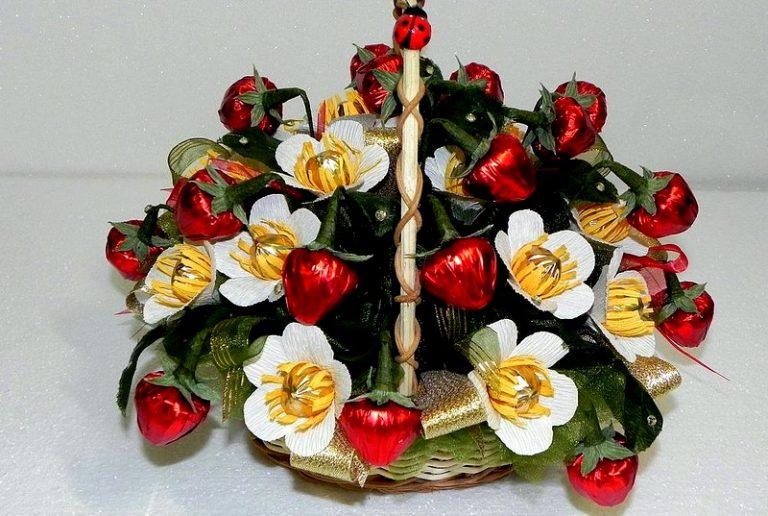Букеты из конфет для подарка своими руками 80