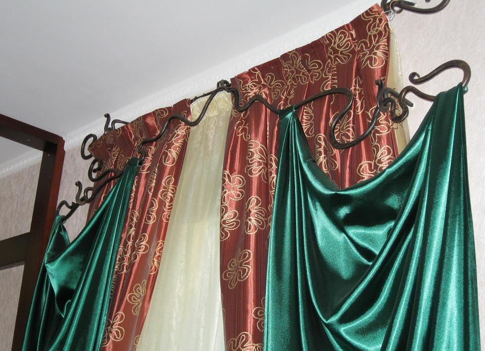 Кованые карнизы для штор необычной формы