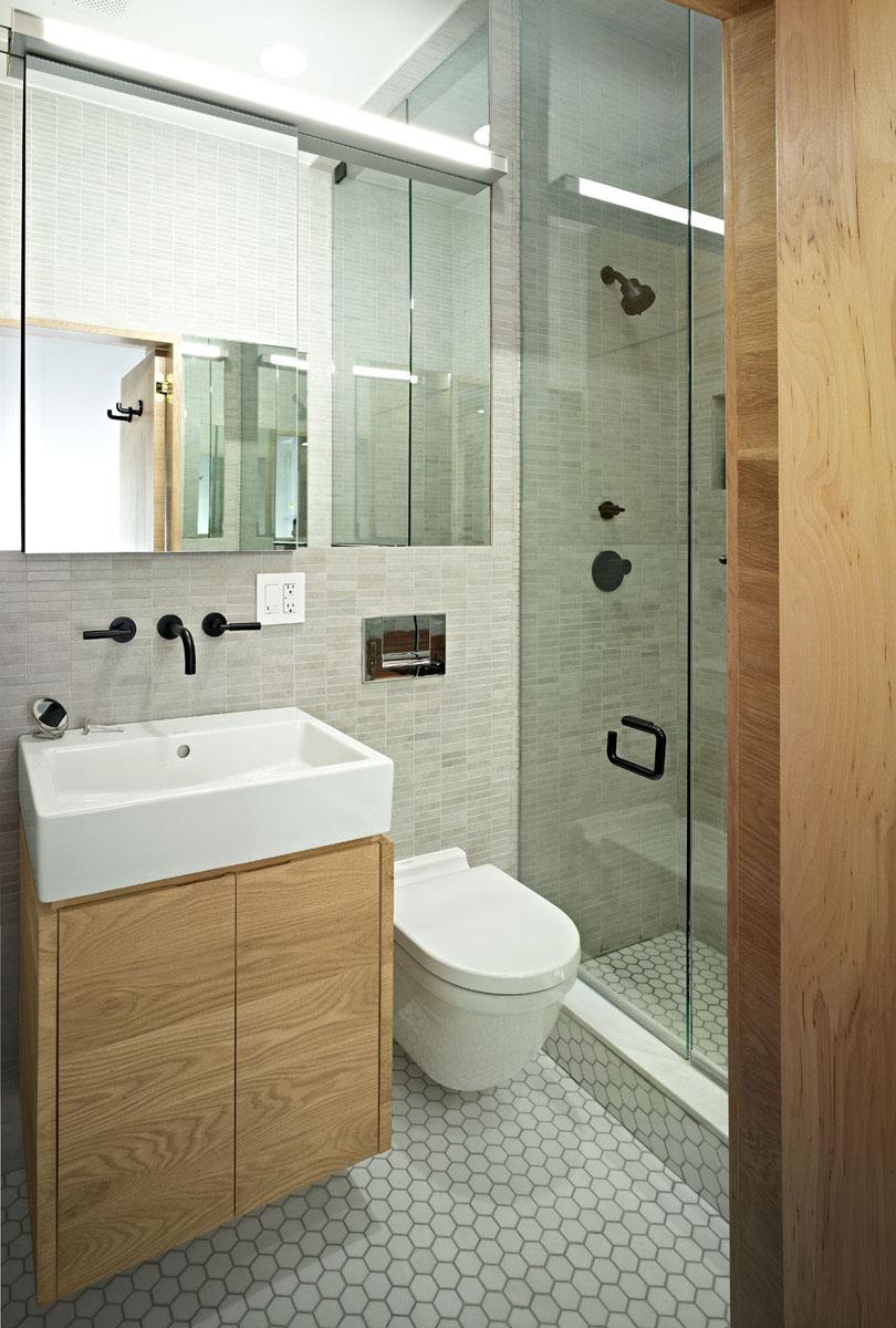 Обычно в квартирах-студиях ванную комнату оснащают душевой кабиной