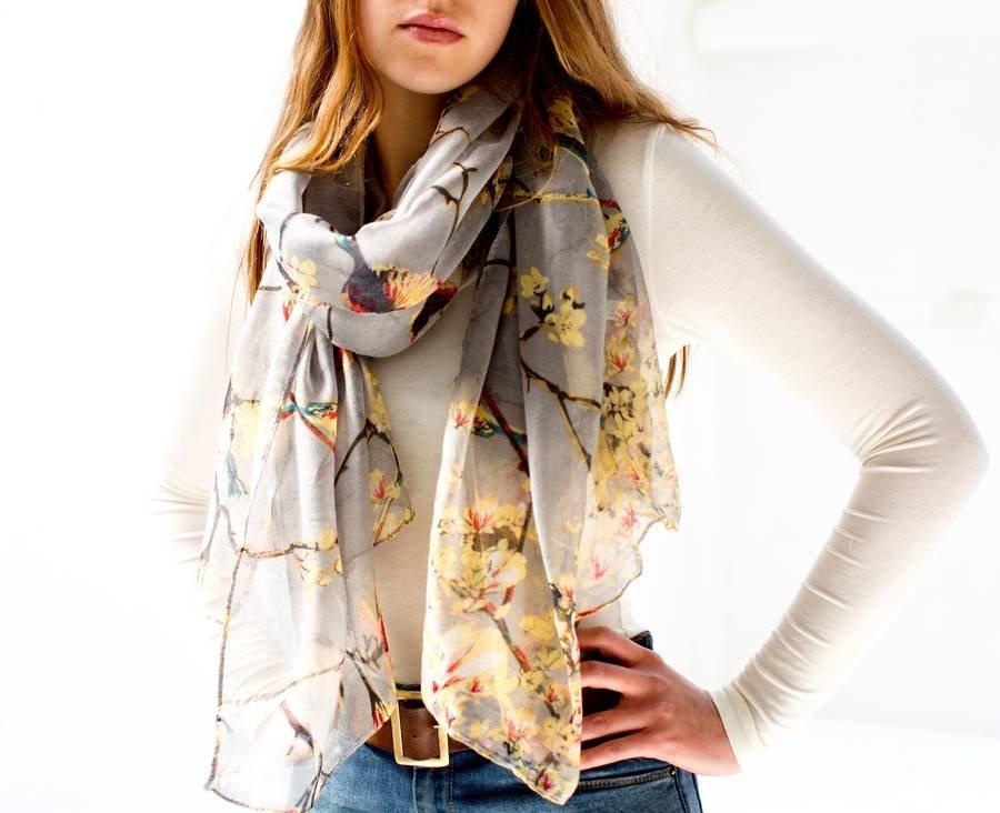 Весенний легкий шарф в подарок