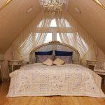 Фото 27: Шторы для спальни на мансарде