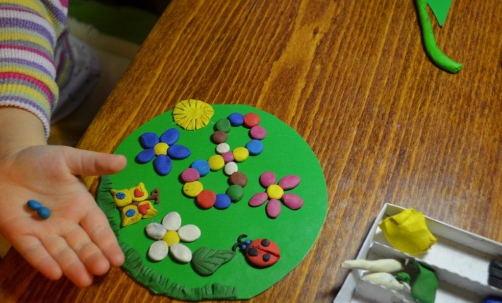 Изготовление открытки из пластилина