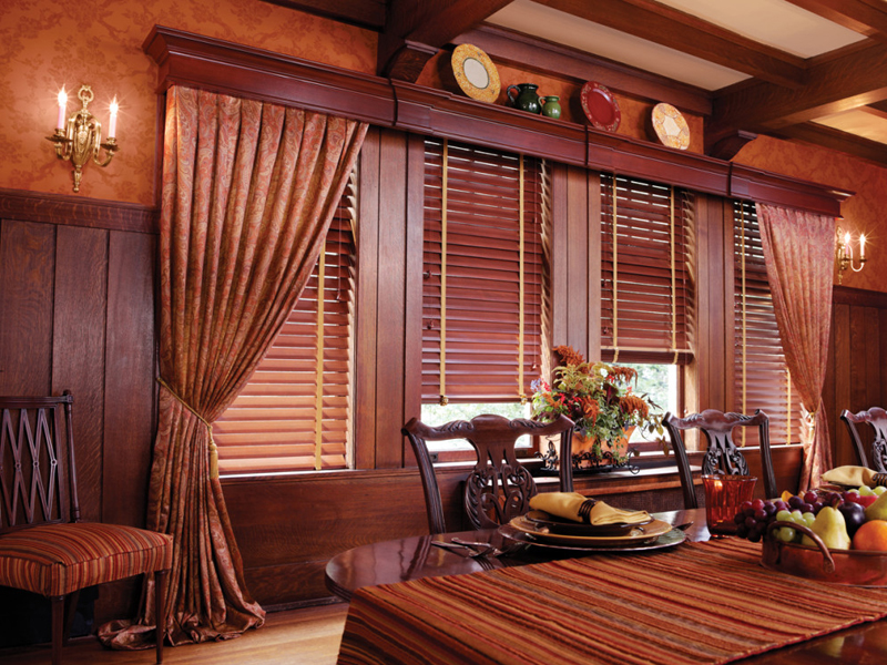 Плоский деревянный карниз для штор