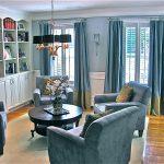 Фото 2: Шторы в интерьере гостиной color-block