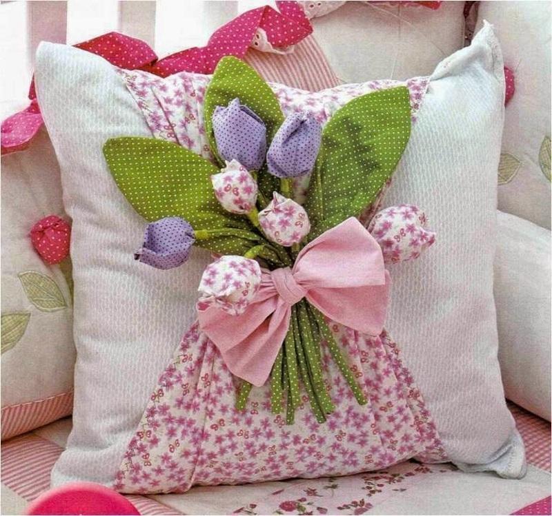 Декор подушки на 8 Марта