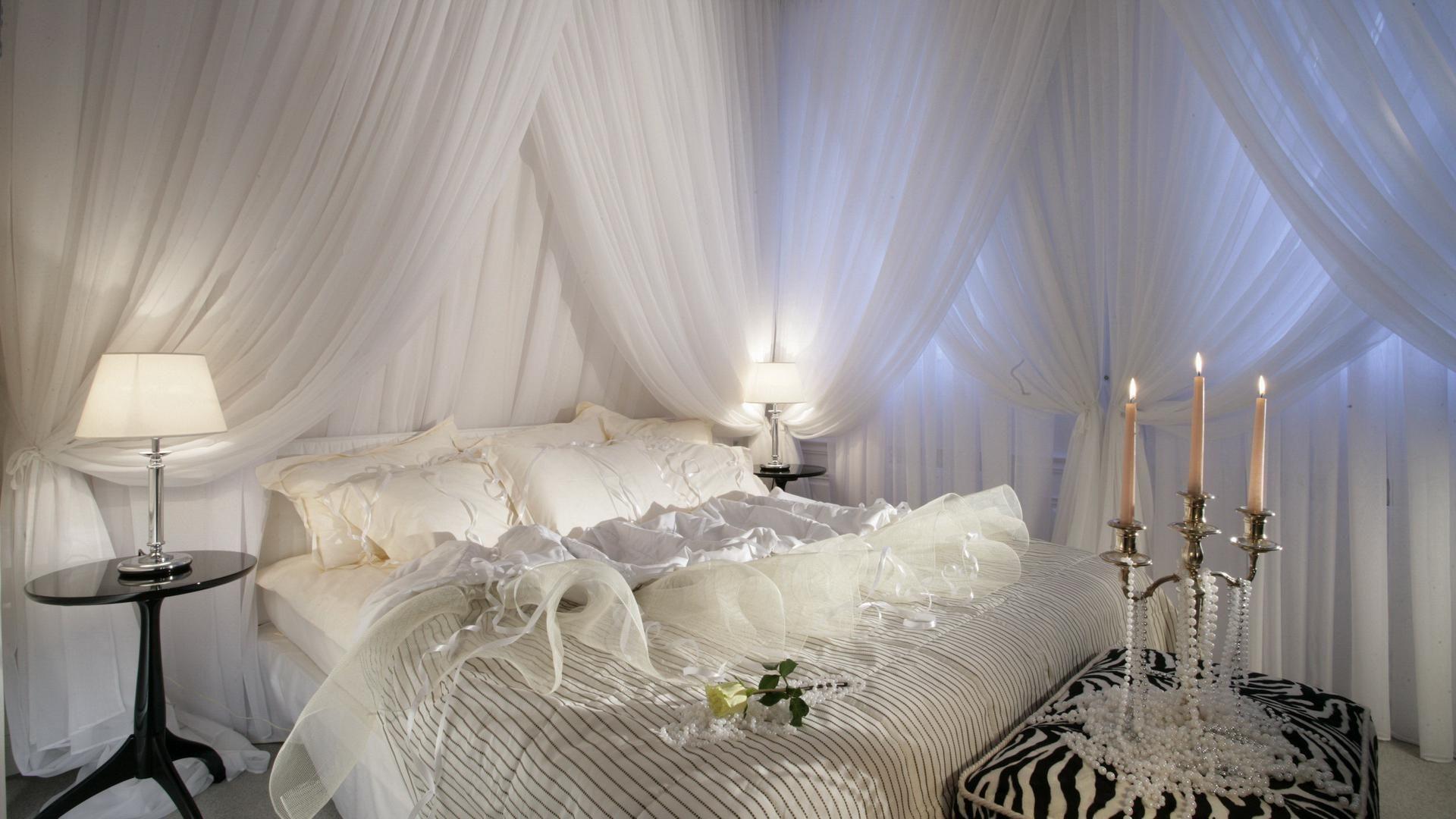 Пышные шторы в спальне