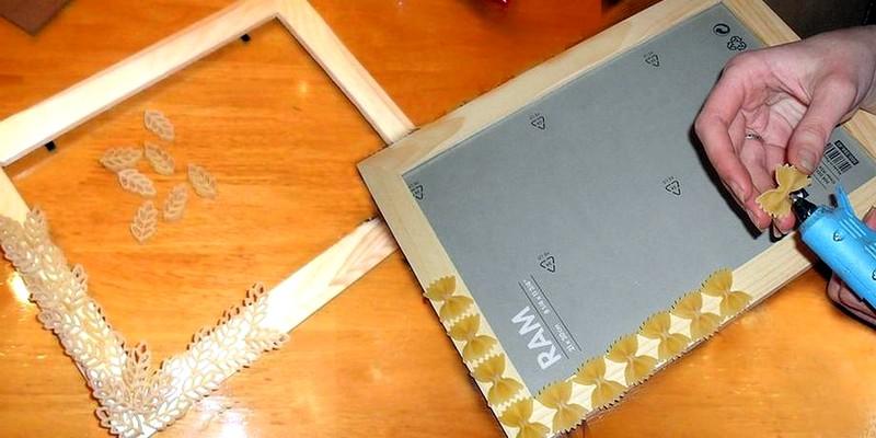 Украшение рамки макаронными изделиями