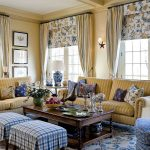 Фото 12: Римские шторы с цветами в гостиной