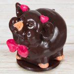 Фото 52: Шоколадный сувенир в виде хрюшки