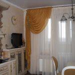 Фото 35: Ассиметричные шторы на кухне