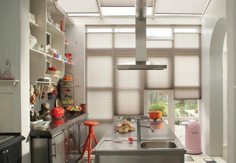 Шторы - плиссе на кухне на каждой створке