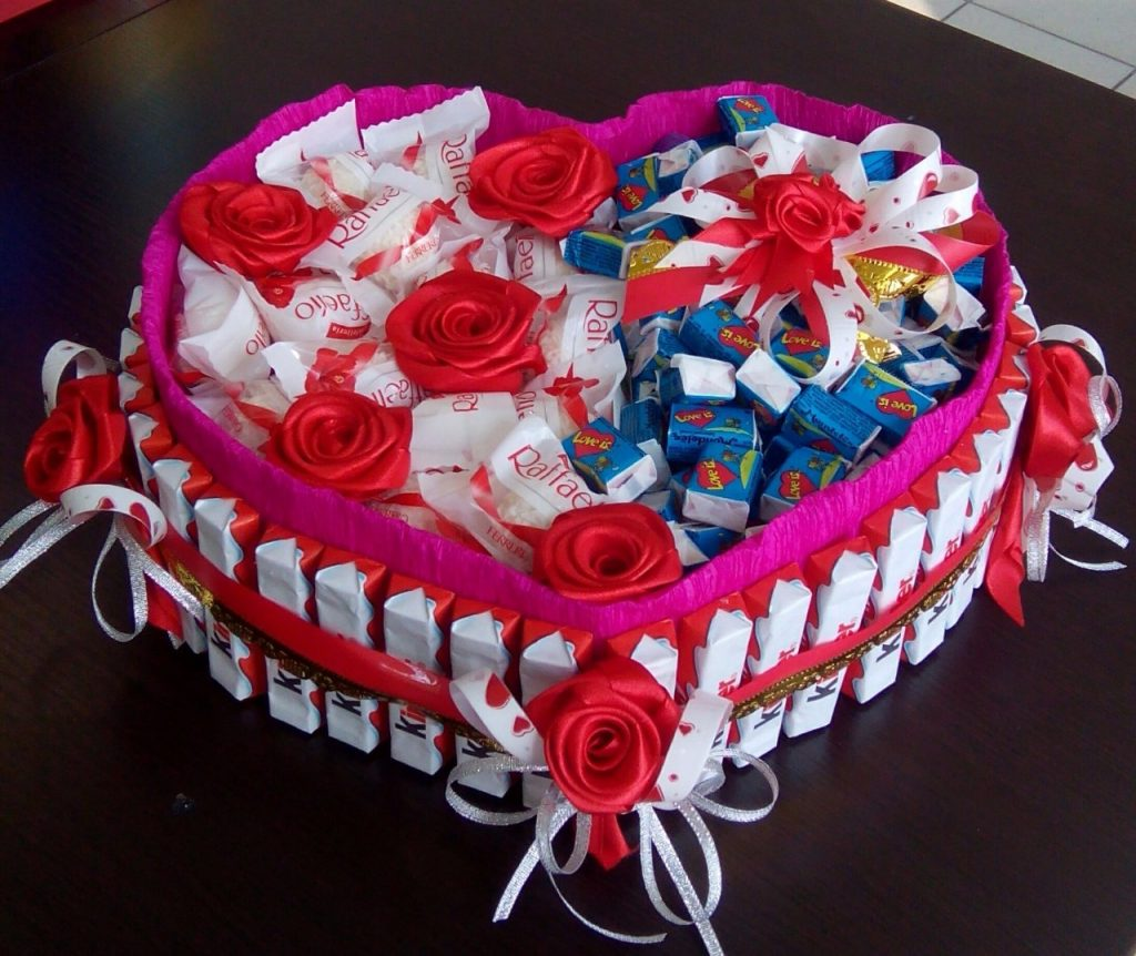 Тортик из сладостей на 14 февраля