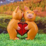 Фото 54: Фигурки влюбленных свинок