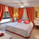 Фото 24: Яркие шторы в спальне