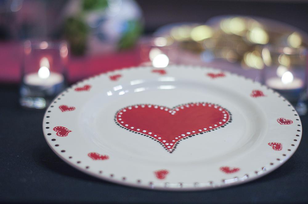 Декор тарелки на 14 февраля