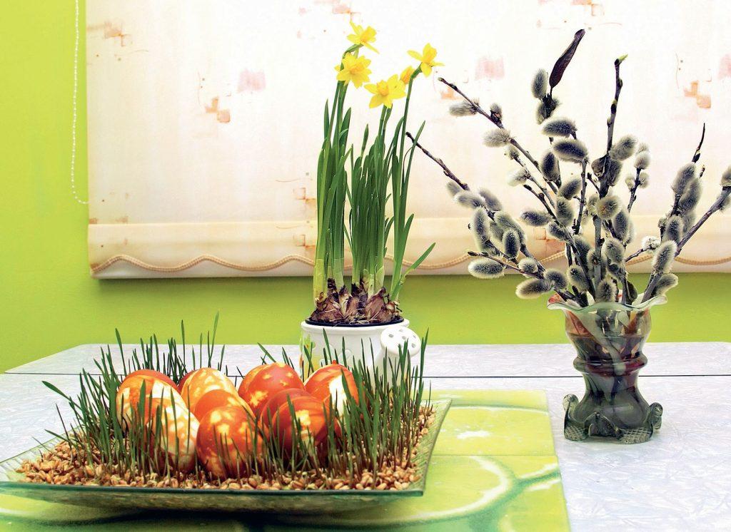 Лесная полянка к Пасхе с яйцами