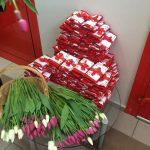 Фото 22: Цветы и шоколад к 8 марта