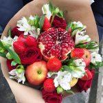 Фото 62: Букет из фруктов, цветов и ягод