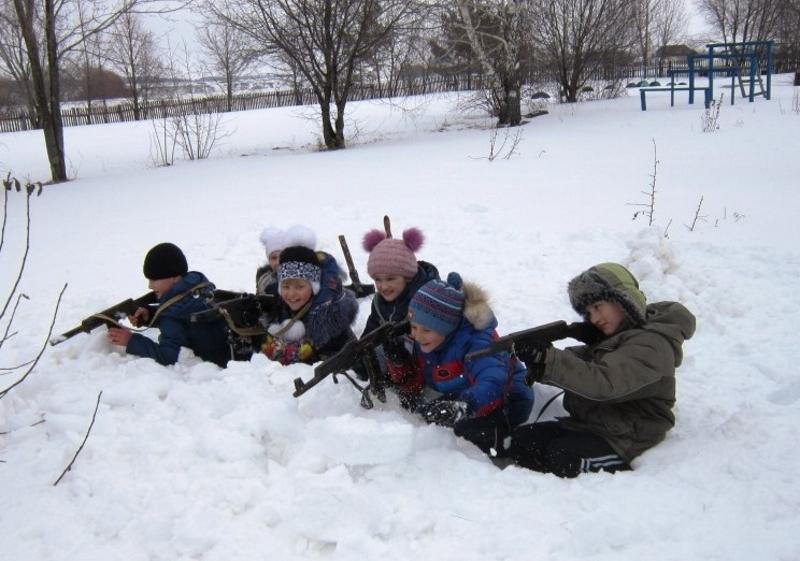Окопы в снегу с детьми