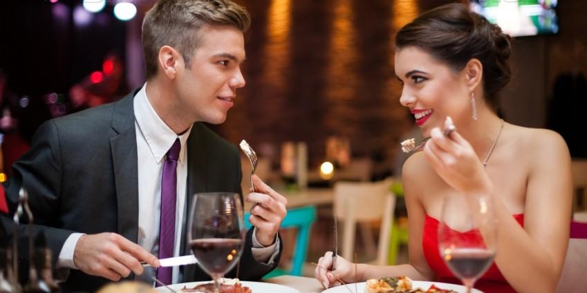 Приготовленный или заказанный ужин вдвоем станет запоминающимся подарком на 8 Марта