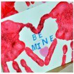 Фото 25: Сердце с помощью следов от рук на 14 февраля