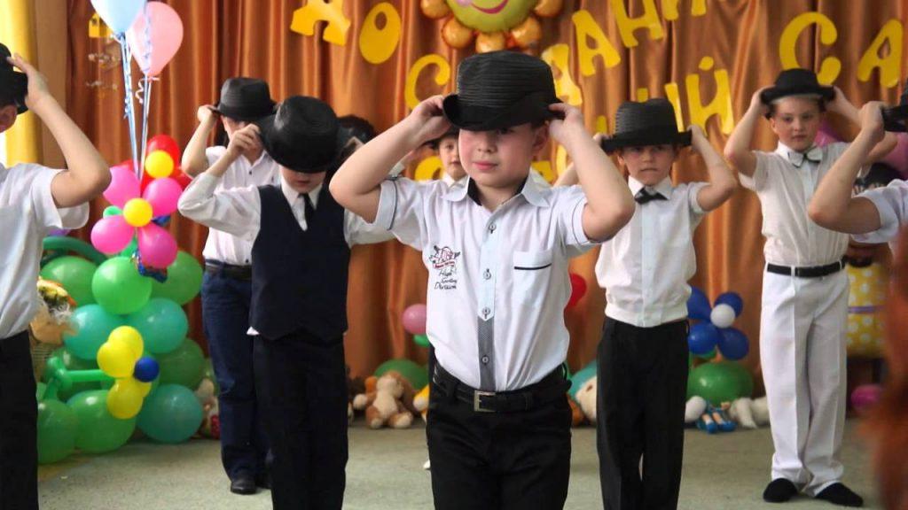 Танец к 8 марта от мальчиков