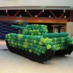Фото 31: Танк из шаров ко Дню Защитника Отечества