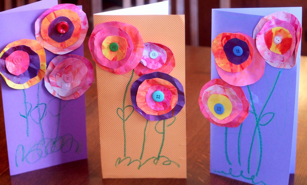 Открытка с объемными цветами и пуговицами