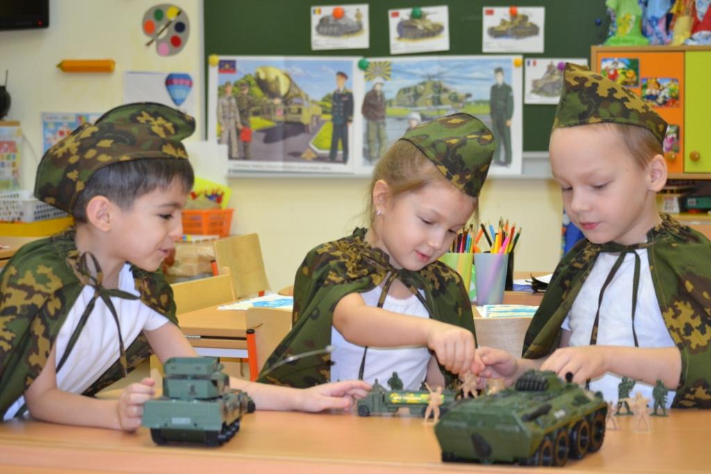 Занятие в виде игры с военной техникой