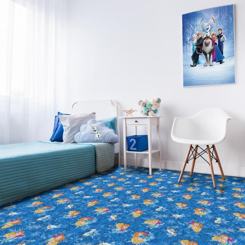 Безворсовый ковер не очень подходит для комнаты маленького ребенка, однако для школьника это будет отличный вариант
