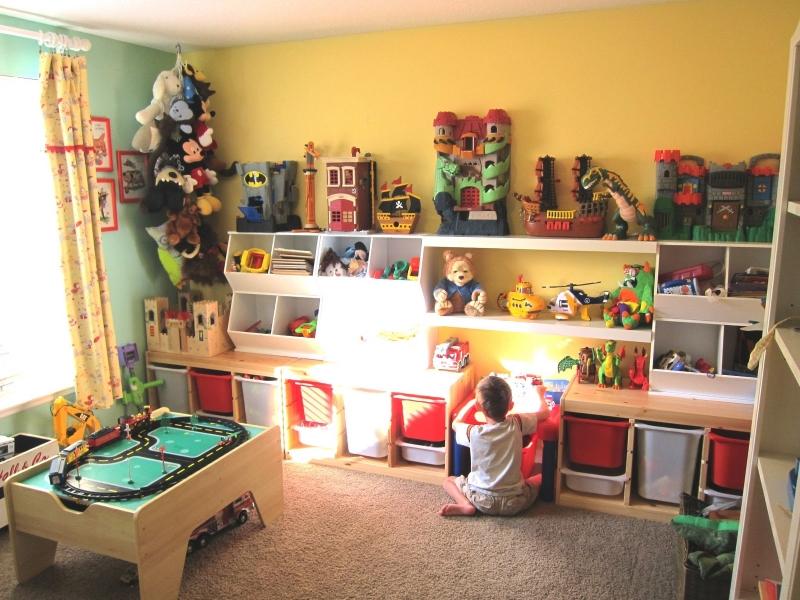 В детскую комнату лучше всего подойдет средний по мягкости и плотности ковер