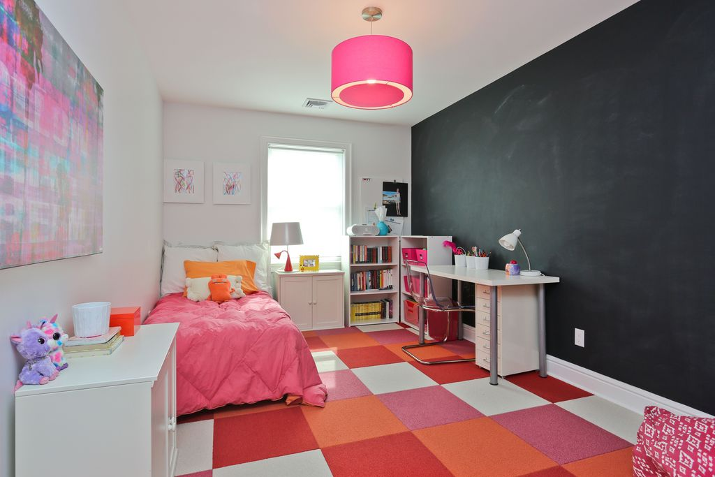 По цветовому решению ковровые покрытия бывают многоцветные