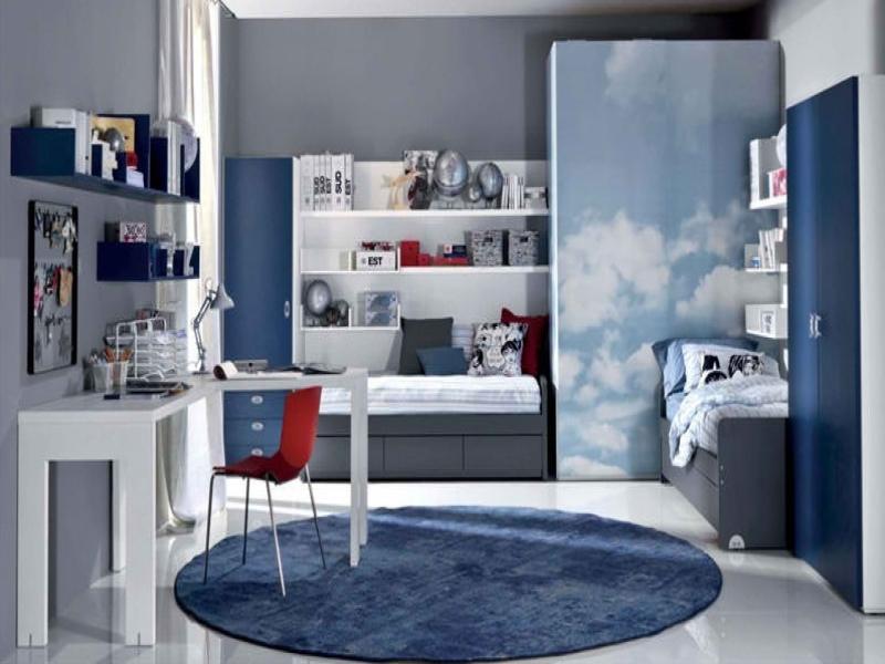В школьном возрасте дети не так много времени проводят в играх, и ковры могут занимать определенное место: около кровати или под рабочим столом