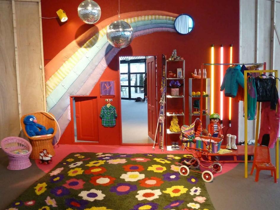 Вискоза - достаточно популярный материал для изготовления детских ковров