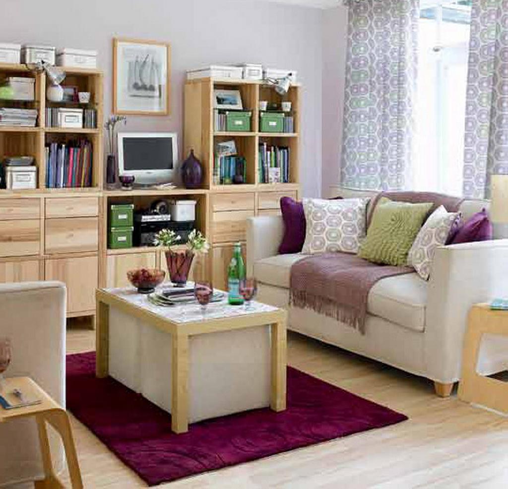 Маленькие коврики принято располагать под столиками, перед креслами и диванами