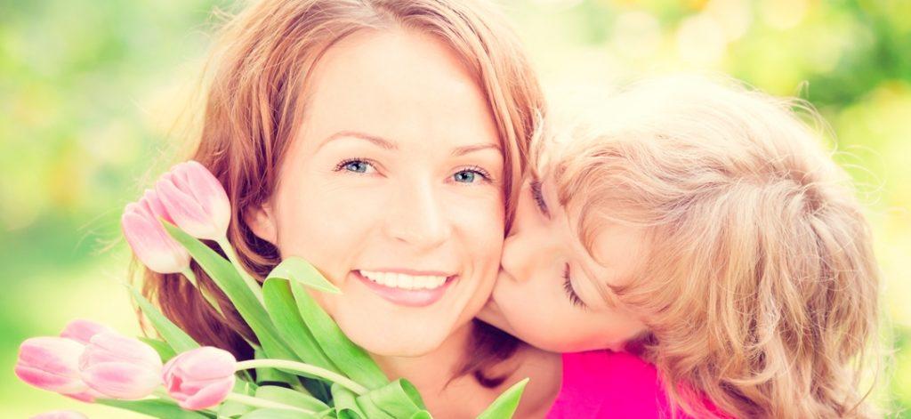 Песня про маму на 8 Марта может являться одним из компонентов поздравления, который порадует любую женщину, являющуюся матерью