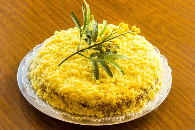 Удивительным подарком станет вкусный пирог или торт