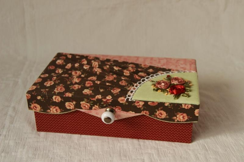 Самодельная шкатулка - приятный подарок, который удивит и обрадует бабушку