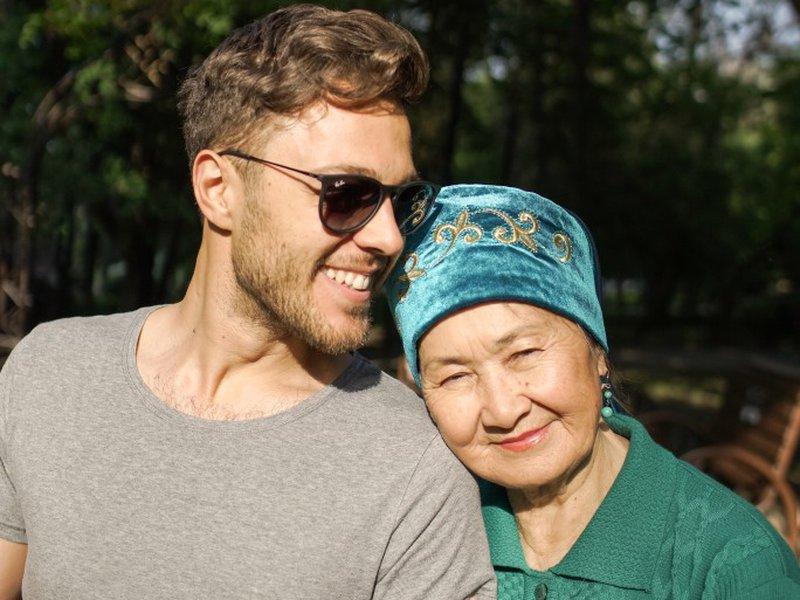 Внимание и поздравление от всей души с 8 марта бабушке будет чрезвычайно приятно