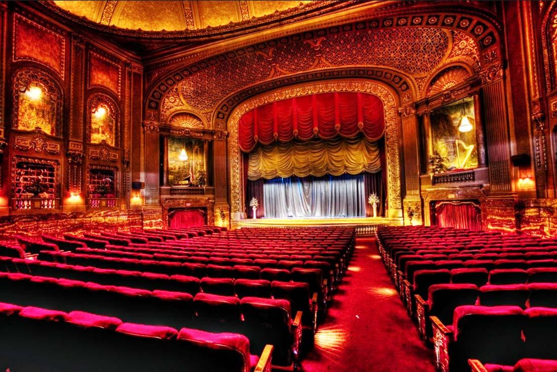 Билет на концерт или в театр станет прекрасным подарком на 8 Марта