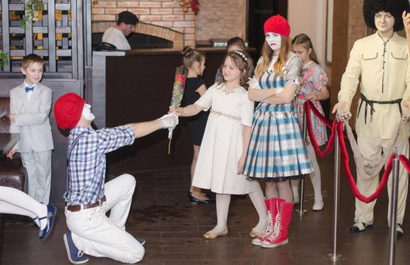 Сценка-пантомима на 8 Марта