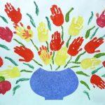 Фото 41: Ваза с цветами в виде ладошек