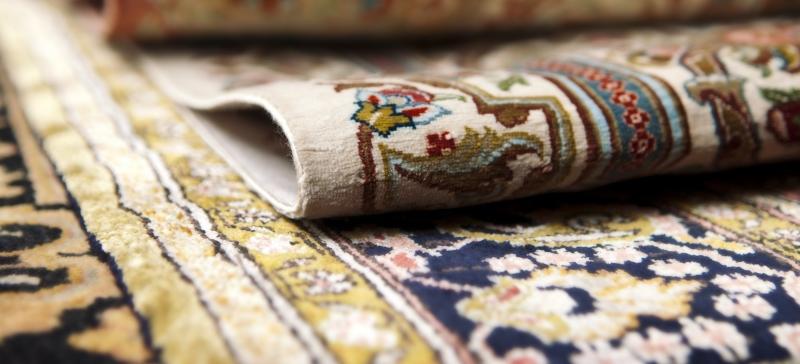Шелковые ковры гораздо дороже шерстяных