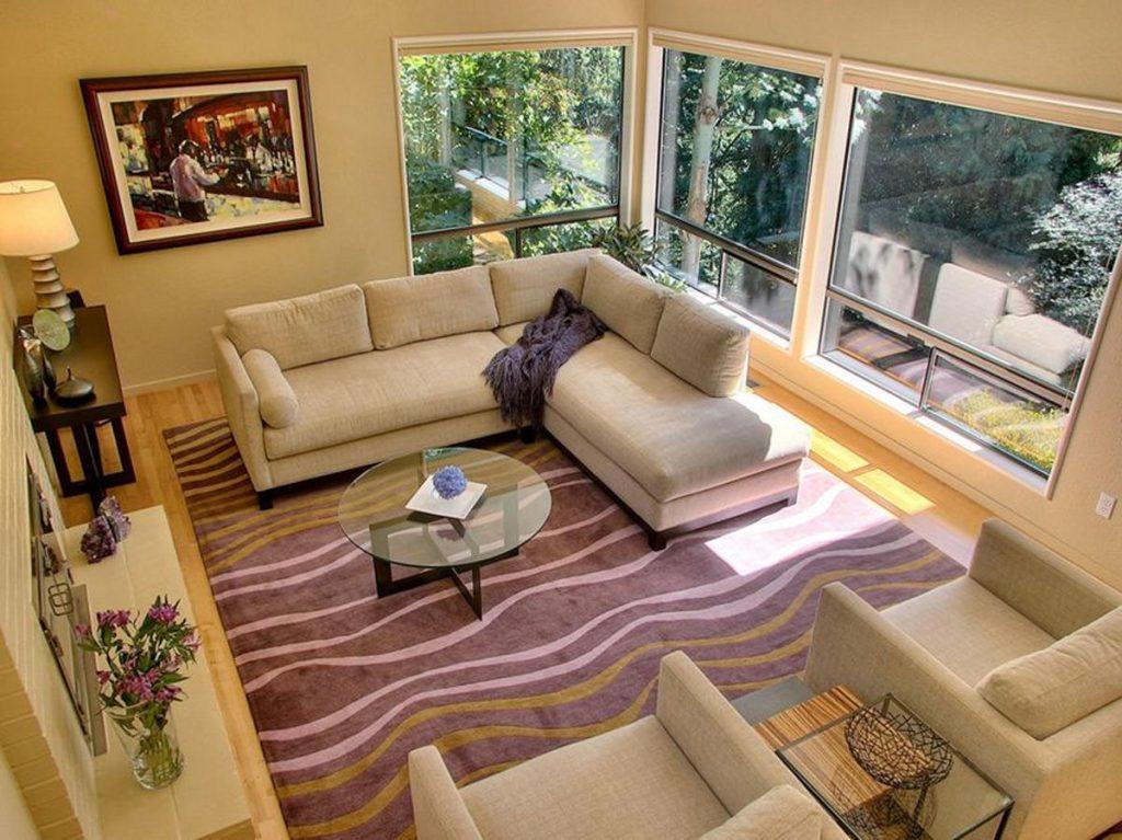 Акриловые ковры совсем недорогие, устойчивы к ультрафиолету, и просты в уходе