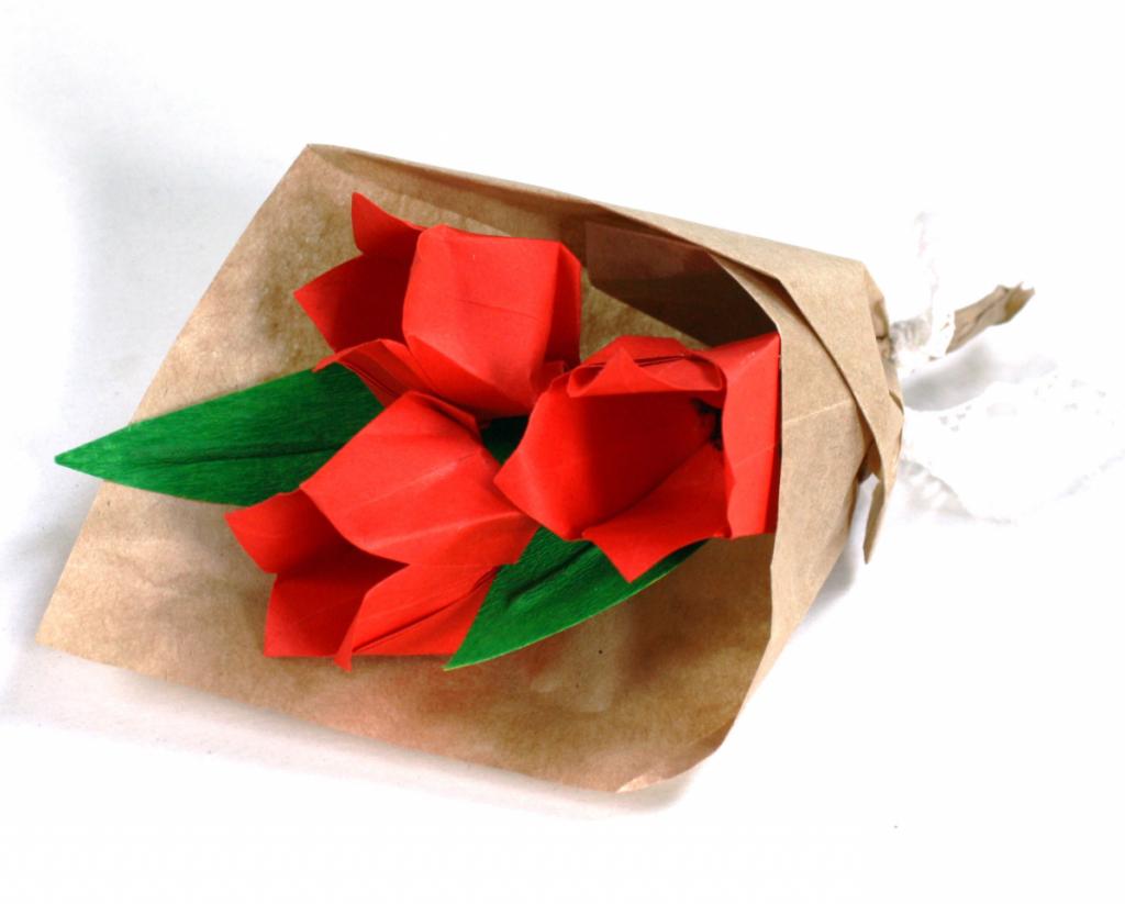 Букет из бумажных тюльпанов на 8 Марта