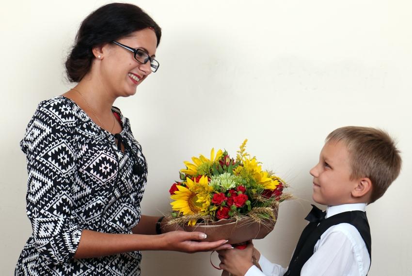 Цветы учительнице на 8 Марта